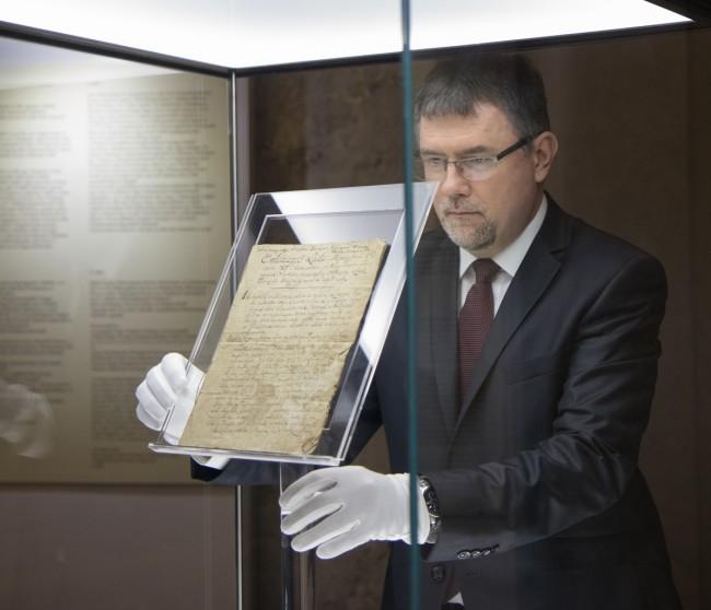 180312-1806-os-dokumentum-atadas-KSz-MJ-KA_15