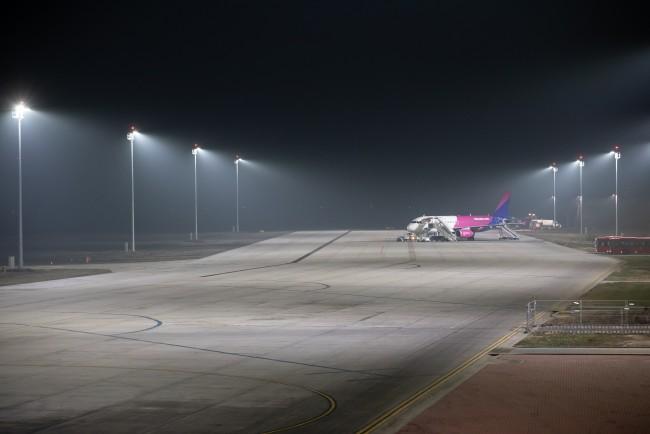 200127-repülőtéri_világítás-MJ_4.jpg