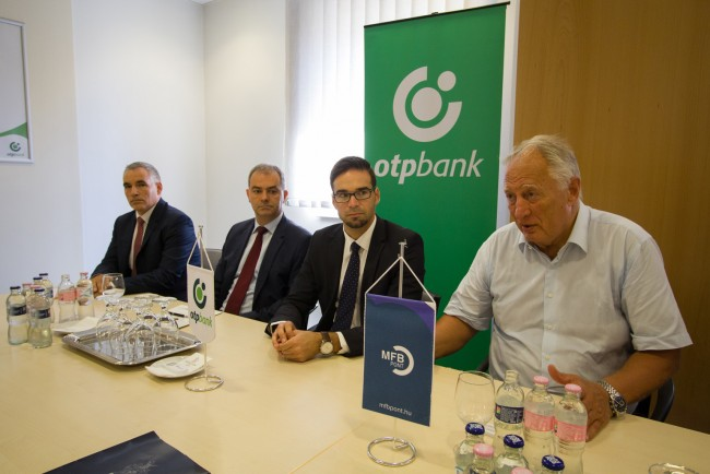 OTP-bank-MFB-pont-atadas-BL-MJ_20